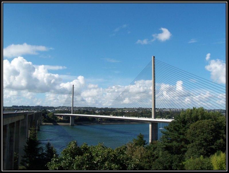 http://www.eskuel.net/imgblog/galerie/Iroise_Bridge_Brest_France.jpg